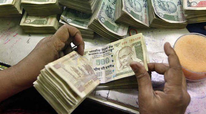بھارت میں بینکوں نے قرض دینے کیلیے 'پھیریاں' لگانا شروع کر دیں