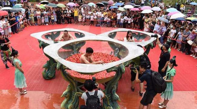 چین میں مرچیں کھانے کا دلچسپ مقابلہ