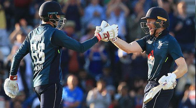 انگلینڈ نے بھارت کو 8 وکٹ سے شکست دیکر سیریز 1-2 سے اپنے نام کرلی