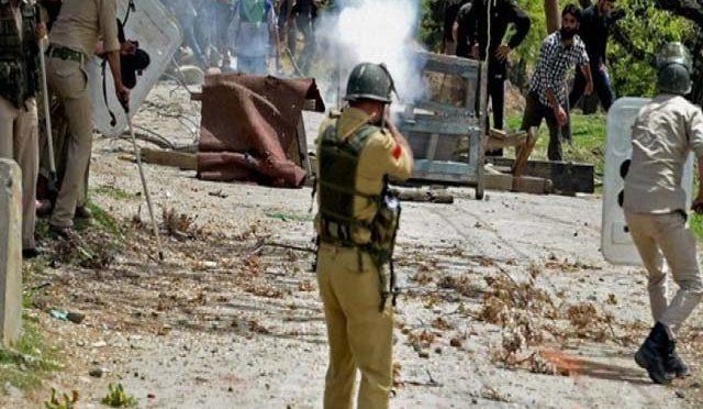 مقبوضہ کشمیر میں بھارتی فوج کی فائرنگ سے 4 کشمیری شہید، 20 زخمی