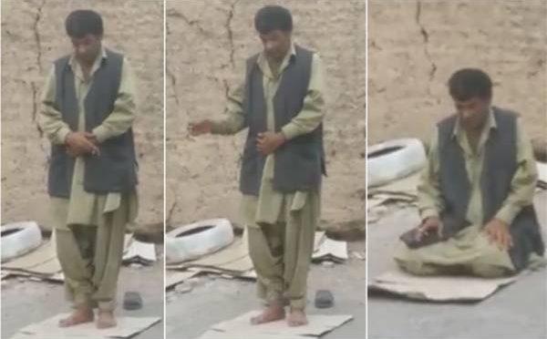 تو بہ تو بہ ۔۔۔نماز کی ادائیگی کے دوران تمباکو نوشی کی ویڈیو جس کو دیکھ کر ہر مسلمان شدید نفرت کا اظہا ر کریگا