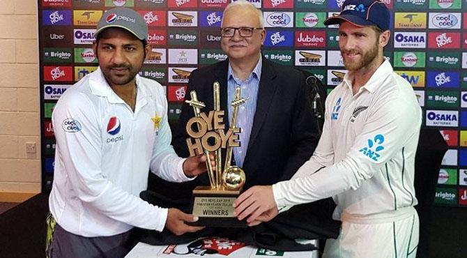 پاکستان اور نیوزی لینڈ ٹیسٹ سیریز کیلیے ٹرافی کی تقریب رونمائی