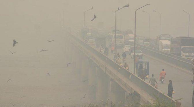 پنجاب کے مختلف شہروں میں اسموگ بڑھنے لگی، شہریوں کو سانس لینے میں دشواری