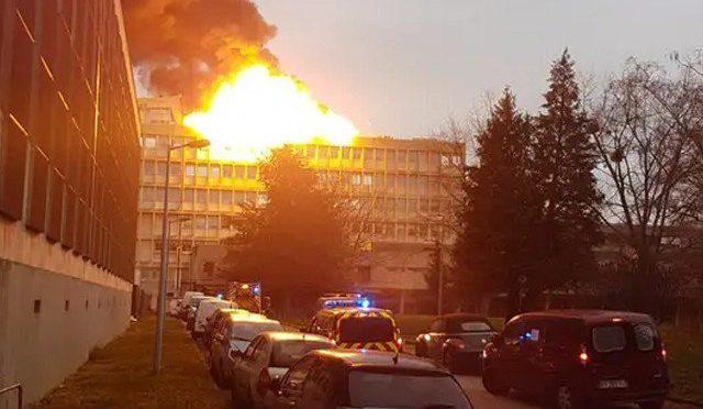 فرانس کے شہر لیون میں یونیورسٹی کی چھت پر دھماکا، 3 افراد زخمی