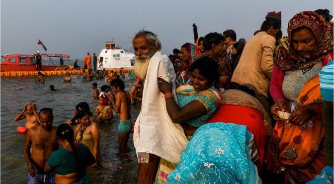 کمبھ میلے کا آغاز، لاکھوں افراد مقدس غسل کے لیے جمع