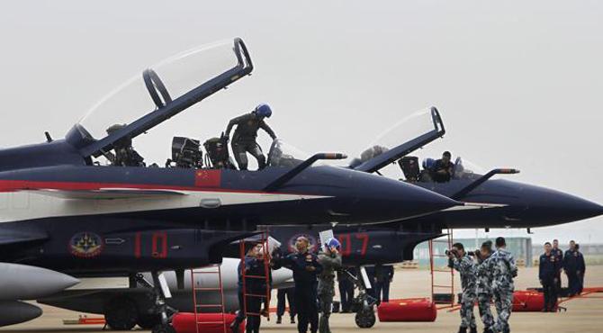 چین کے جے 10جنگی طیارے پریڈ میں حصہ لینے کیلئے پاکستان پہنچ گئے