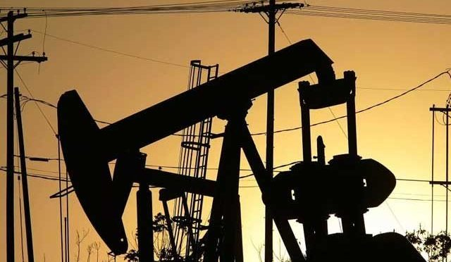 عالمی مارکیٹ میں تیل کی قیمت کم، پاکستان میں اضافے کا امکان
