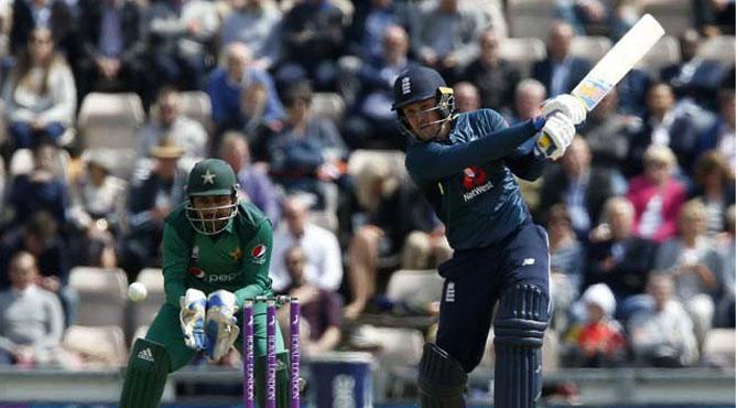 انگلینڈ نے دلچسپ مقابلے کے بعد پاکستان کو ہراکر سیریز اپنے نام کرلی