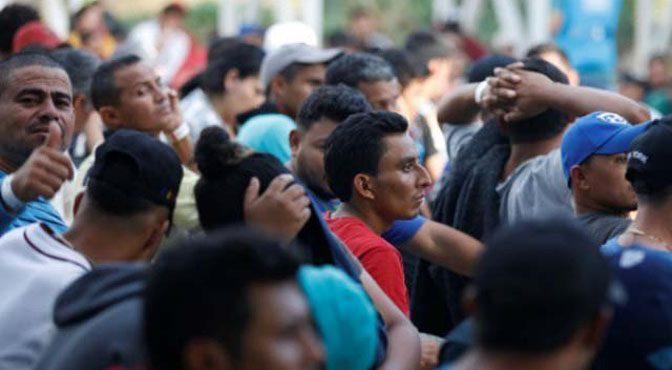 میکسیکو ایئرلائن کا پناہ گزینوں کی واپسی کیلیے ایک ڈالر ٹکٹ کا اعلان