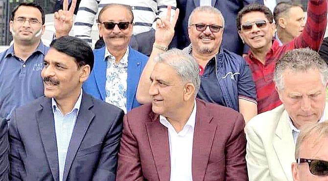 آرمی چیف نے سٹیڈیم میں بیٹھ کر میچ دیکھا WELL PLAYED PAKISTAN TEAM ٹیم کو جیت پر مبارکباد