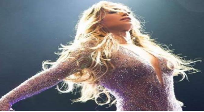 """""""یہ میری پارٹی ہے"""" معروف گلوکارہ جینیفر لوپز کی فحش پرفارمنس"""