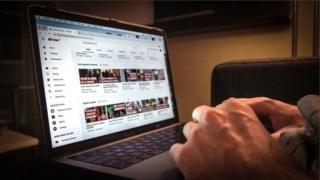خواتین کی 'رغبت' حاصل کرنے کے طریقے سکھانے والے دو یوٹیوب چینل بند