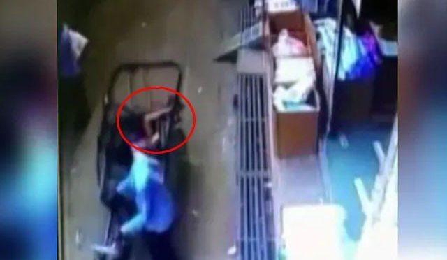 35 فٹ بلندی سے معجزانہ طور پر رکشا میں گر کر بچہ محفوظ، ویڈیو وائرل
