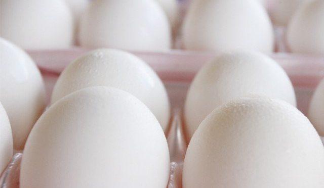 کراچی میں پلاسٹک کے انڈوں کی فروخت کا انکشا ف ،ملزمان سے انڈوں سے لدا ٹرک بھی برآمد، سپلائر گرفتار