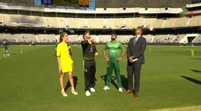 تیسرا ٹی 20: آسٹریلیا کے خلاف بیٹنگ میں قومی ٹیم مشکلات کا شکار