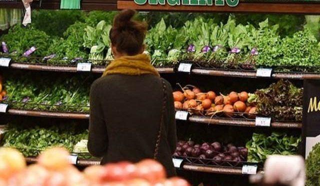 خاتون کے جان بوجھ کر کھانسنے پر سپر اسٹور نے 50 لاکھ کی غذا تلف کردی