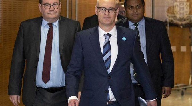 کورونا وبا کے دوران 'احمقانہ' بیانات پر نیوزی لینڈ کے وزیرصحت مستعفی