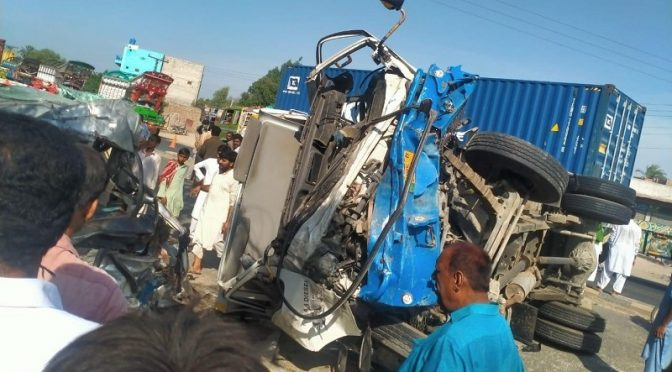 رحیم یارخان: مسافروین اور ٹرک میں تصادم، 5افراد جاں بحق