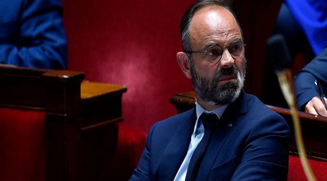 فرانس کے وزیراعظم اور حکومت نے استعفیٰ دےدیا
