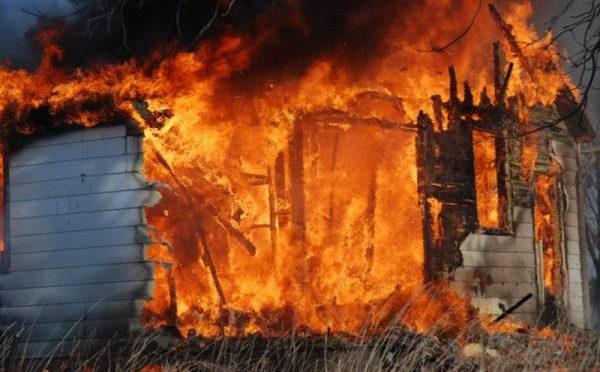 موبائل فون پھٹنے سے دھماکہ، پورے گھر میں آگ لگ گئی