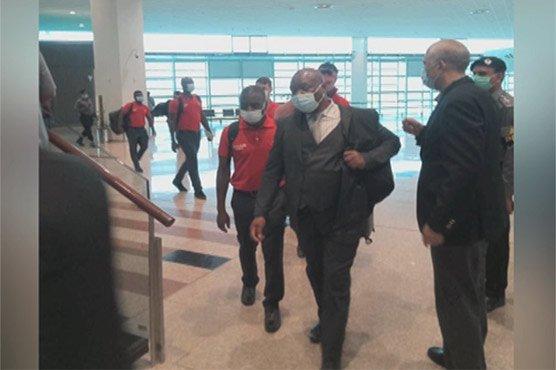 زمبابوے کرکٹ ٹیم پاکستان پہنچ گئی، تین ون ڈے اور تین ٹی ٹونٹی میچ کھیلے گی