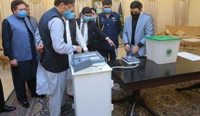 حکومت کا آئندہ انتخابات ہرصورت الیکٹرانک ووٹنگ مشین کے استعمال کا عندیہ